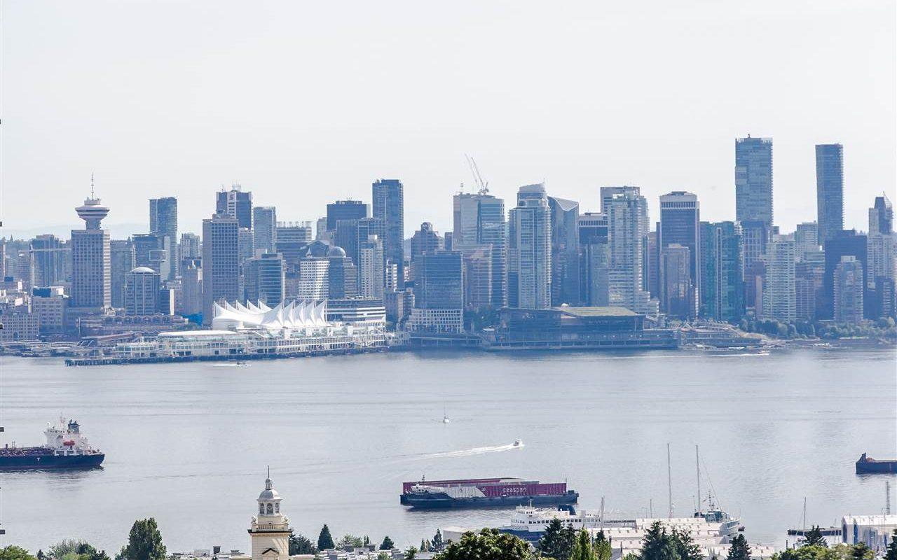 North Vancouver Amazing Ocean Mountain Views with spacious 2 bedrooms 2 bathrooms