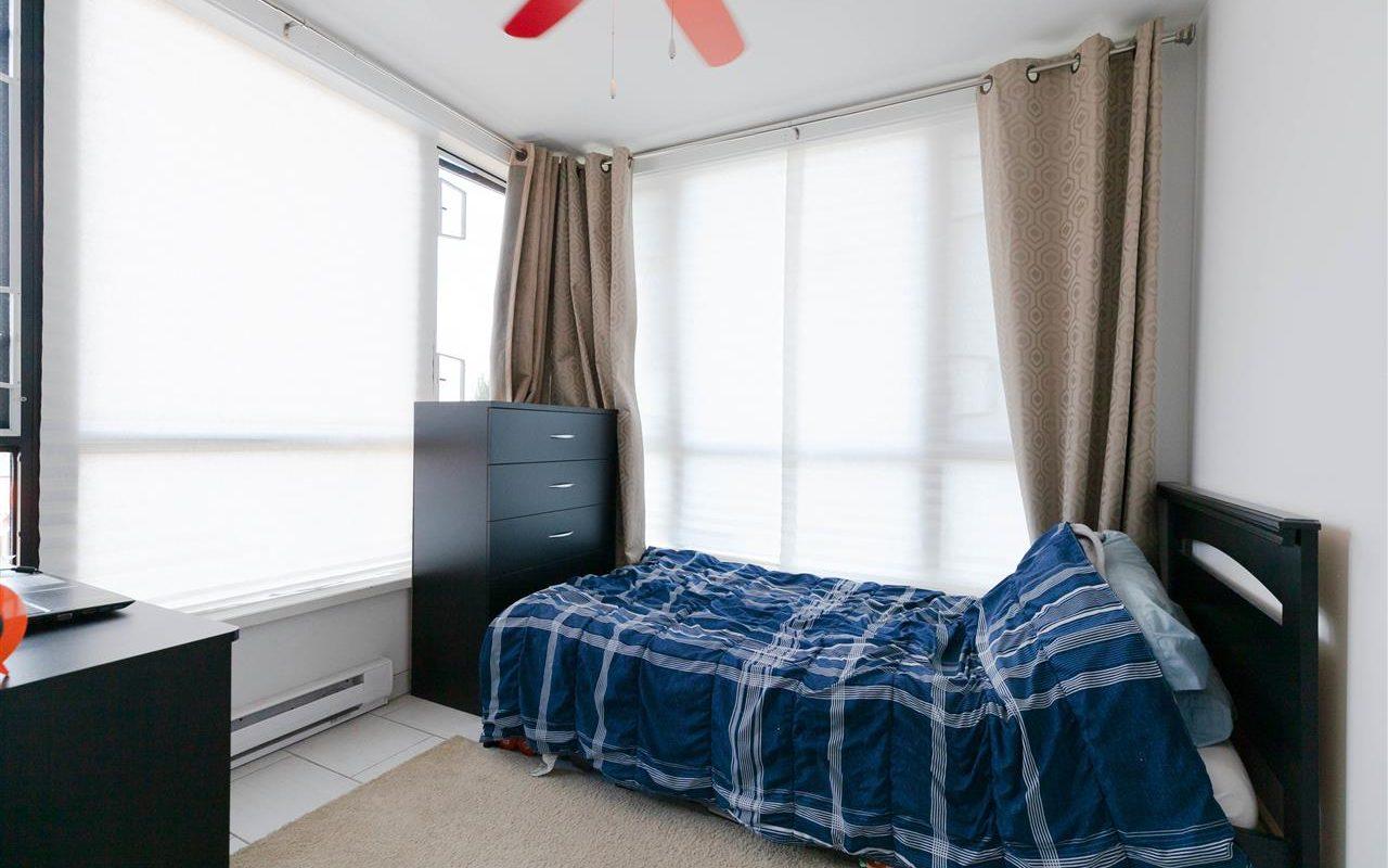 North Vancouver Mountain views 3 bed rooms condo