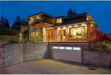North Vancouver 4br 1den 5ba bright south facing w/ Ocean&City Views!